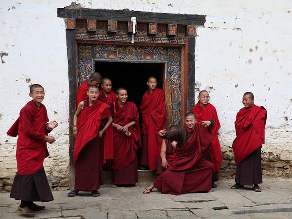 不丹人口出美女_不丹美女