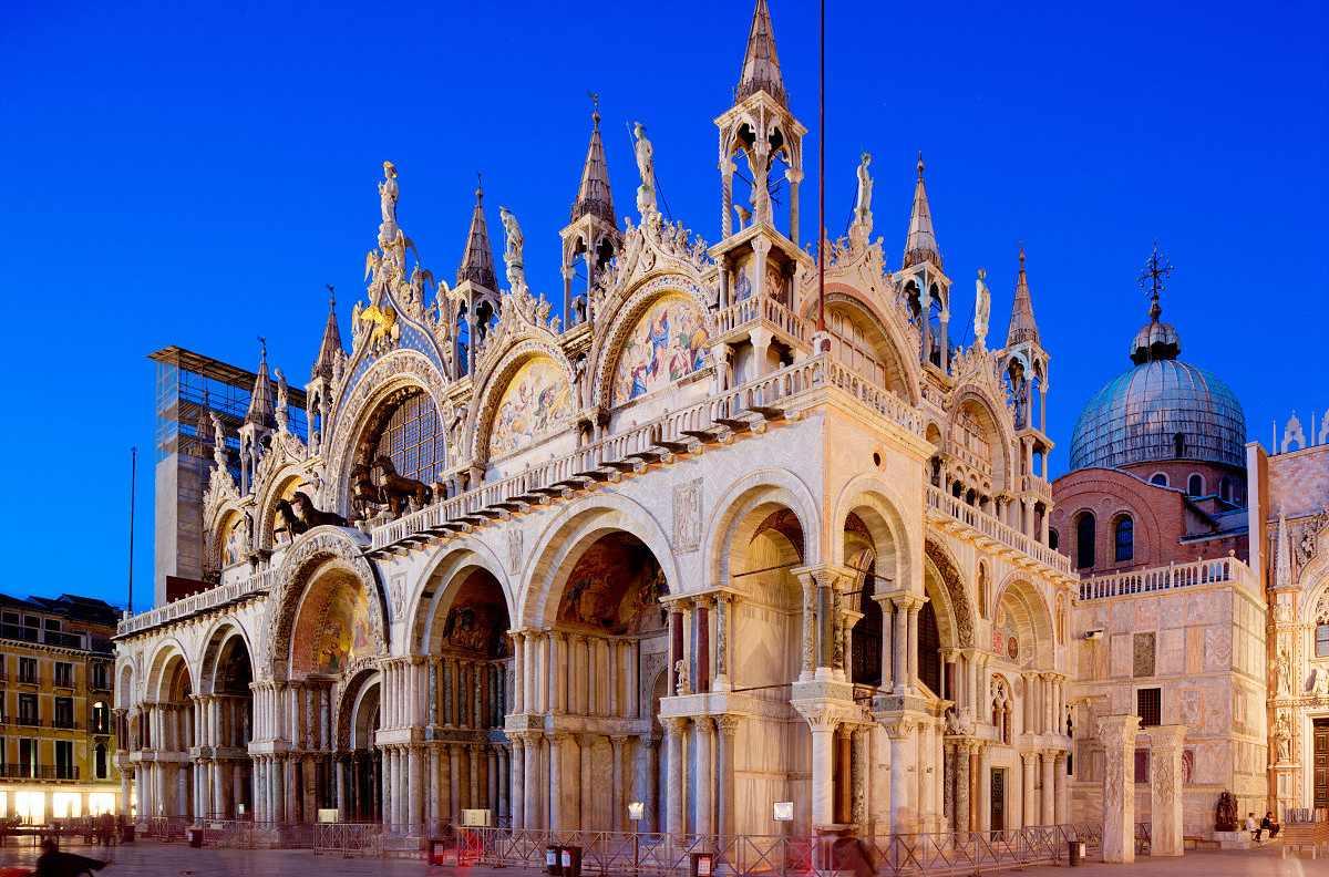 曾是中世纪欧洲最大的教堂,也是威尼斯建筑艺术的经典之作,里面收藏着图片