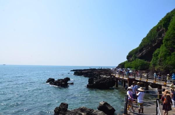 藏龟洞,贼佬洞,百兽闹海,海蚀拱桥,月亮湾,珊瑚沉积岩,海枯石烂,月亮