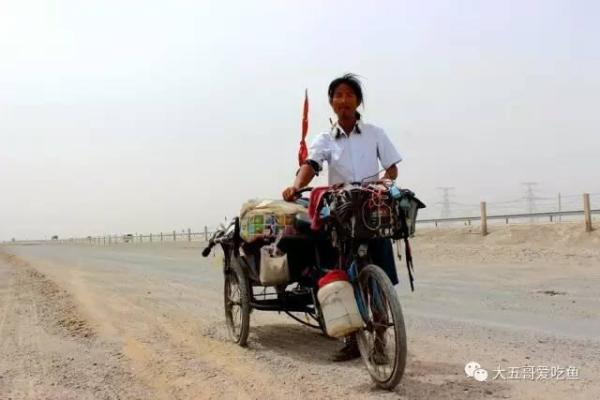 这位读者在快手上看到一个发的关于新藏线上三轮车出车祸滚到路边