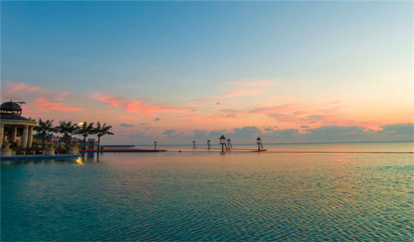 恒大海上威尼斯碧海银沙项目位于圆陀角旅游度假区环海大堤外侧 绵延
