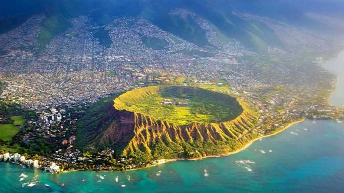 登顶钻石头山  登顶钻石头山是欧胡岛最热门的徒步线路.