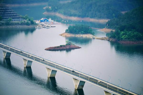 千岛湖 游记   从千岛湖文渊狮城回来,过了千岛湖大桥右拐进入阳光路