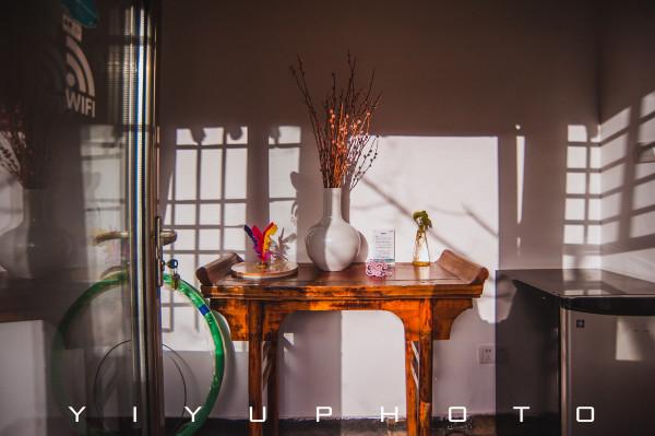 """寒舍"""",虽然是农村土炕的形式,但整套床品都很舒适,将现代奢华与图片"""