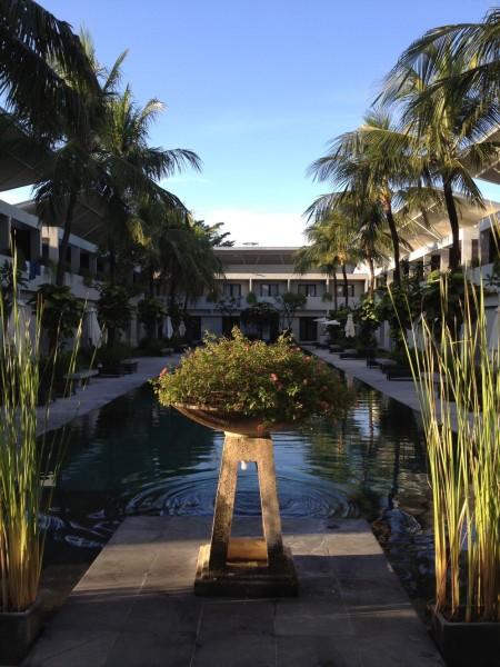 到达巴厘岛已是晚上7点了,第一晚入住酒店the oasis kuta (65美金)