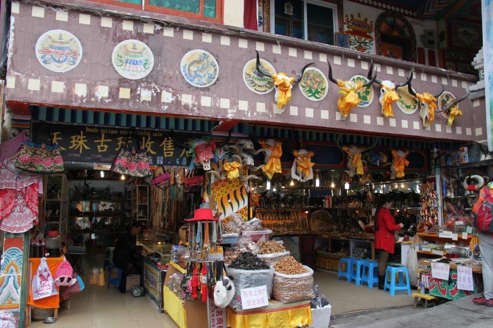 jiuzhaigou shopping street