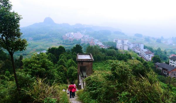 重庆 游记     重庆圣灯山森林公园被摘掉3a牌子   2014-08-28 08:56