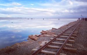 【茶卡盐湖图片】寻找千寻里水上火车,天空之境 —— 路上的日子