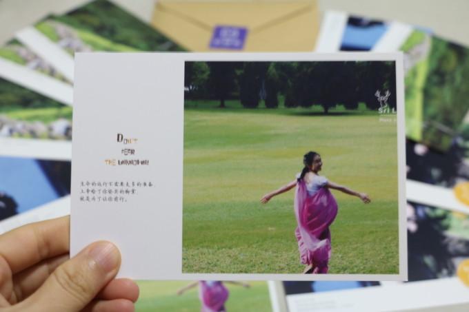 很漂亮的明信片,收到后超兴奋的。谢谢蜂窝大人~